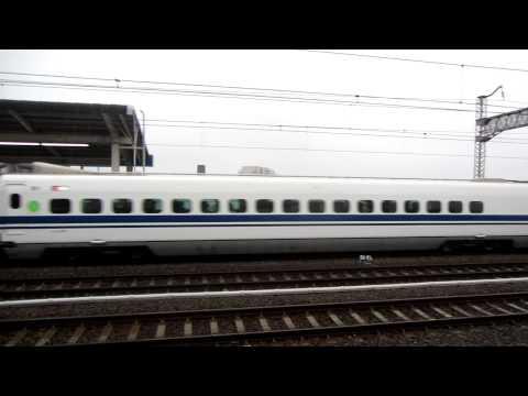 Tren bala partiendo 新幹線を発射しています。