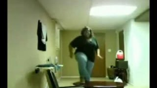 Obesa se cae y se tira un PEDO!