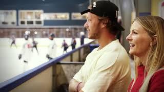 David Pastrnak (Boston Bruins) hälsar på DIF Team 06