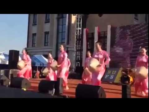 Sinh viên Hàn Quốc  biểu diễn Thương quá Việt nam