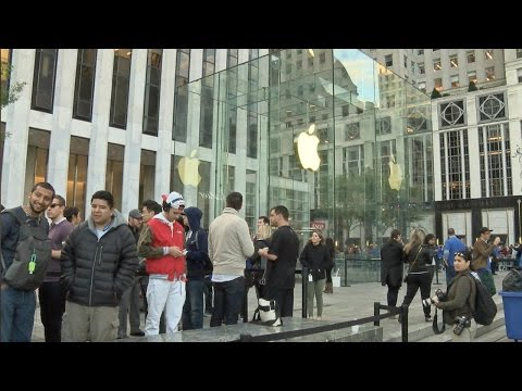 Despite Limited Supply, People Waited On Line for the iPhone 7 at Apple's Flagship 5th Avenue Store