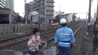 【京成電鉄】押上線踏切で人身事故で消防署員も近接車両の見張りに出動 thumbnail