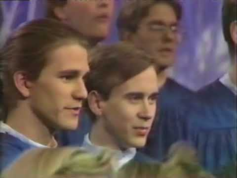 Concordia College Choir - Lo, How a Rose e'er Blooming (1990)