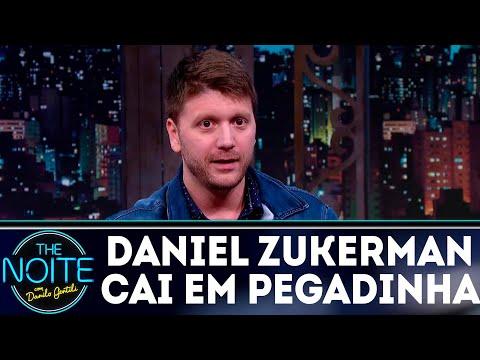 Daniel Zukerman passa trote, mas cai em pegadinha | The Noite (30/08/18)