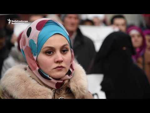 Sarajevo Holds Emotional Rally For Besieged Aleppo Civilians