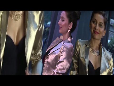 Anusha Dandekar Showing Off Her Cleavage In Front Of Media || Hotness Alert thumbnail