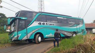 Download lagu Momen langka yang jarang ditemukan || Beberapa bus lagi asik Oleng || 44 Trans || Konvoi 11 Bus