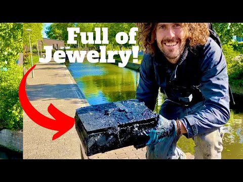 Unbelievable!! Two Safes Found with Cash & Jewlery Inside (Magnet Fishing)