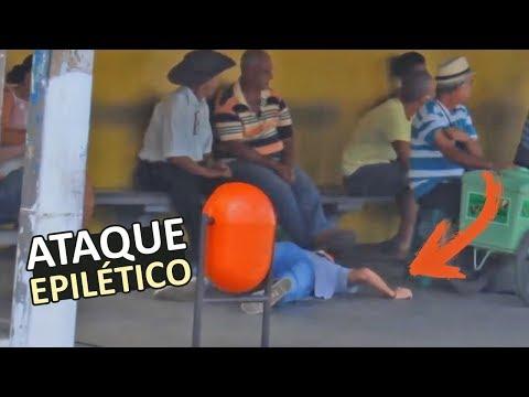 FINGI UM ATAQUE EPILÉTICO EM PÚBLICO - MENCO RESPONDE 22