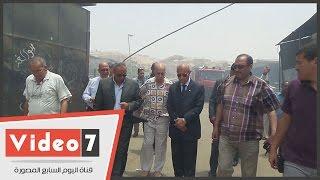"""بالفيديو.. """"محافظ القاهرة"""" يصل سوق الجمعة للوقف على أسباب الحريق"""
