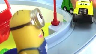 Minions und Spielzeugautos - Lustiges Video für Kinder in deutsch