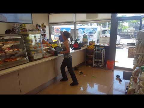 Woman Customer Trashes Hawaii 7Eleven