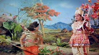 Lava Kusa Movie    Kusa Catch Lord Rama's Yaga Horse Action Scene    NTR, Anjali Devi