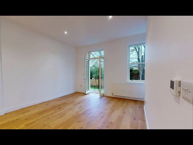 1 bed with private balcony, SE25 Main Photo