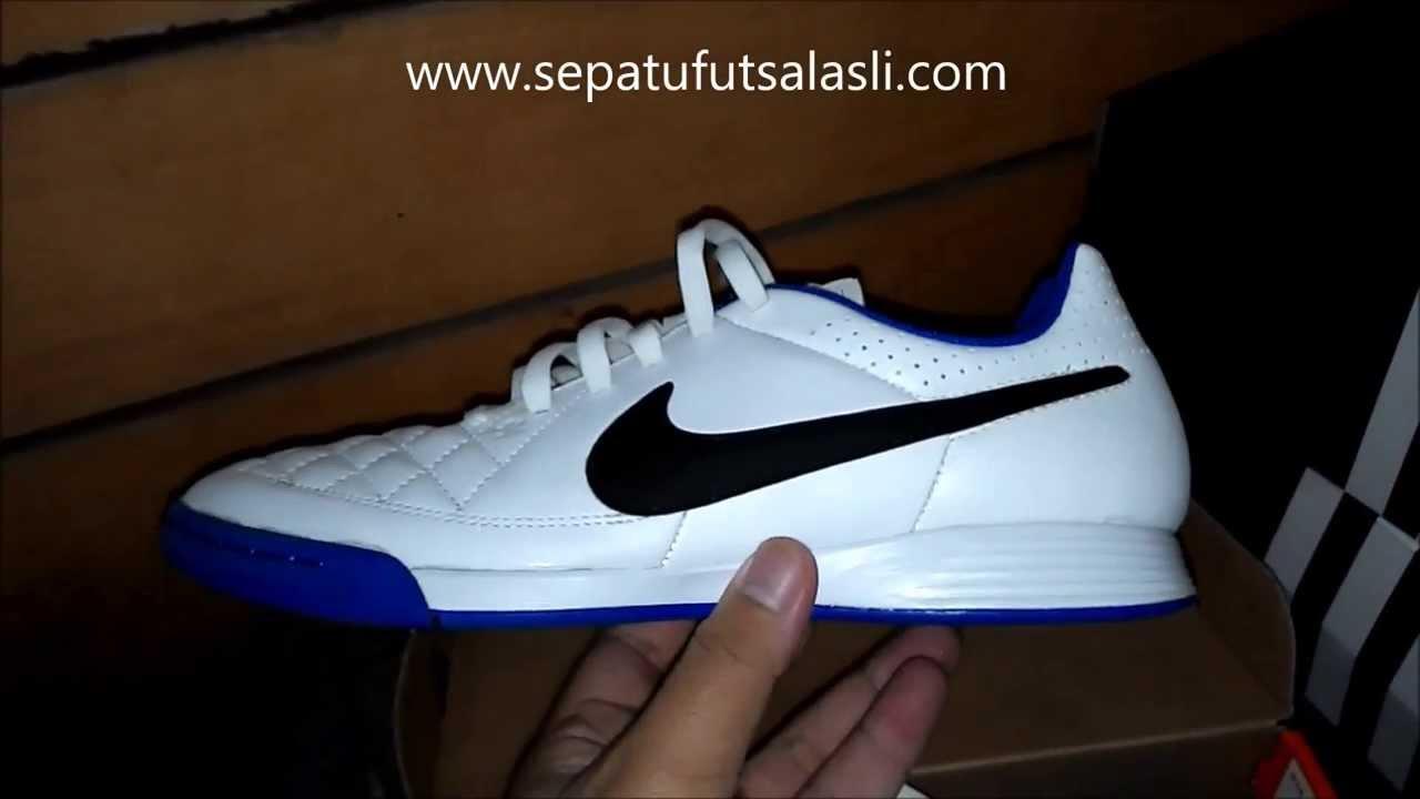 Sepatu Futsal Nike Tiempo Genio Putih Biru - YouTube d73c10c7cc