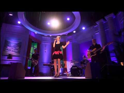 Sophie Ellis-Bextor - Off & On live on Rob Brydon, 5 August 2011