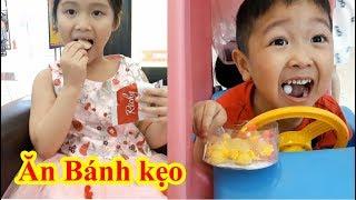 Gia Linh và Gold sea nghỉ ngơi ăn bánh kẹo uống sữa ở siêu thị AEON MALL