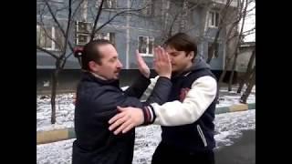 Техника Вин Чун в самообороне 1(В видео показан один из приемов стиля Вин Чун, который может защитить от попытки захвата или толчка двумя..., 2013-12-12T08:46:10.000Z)