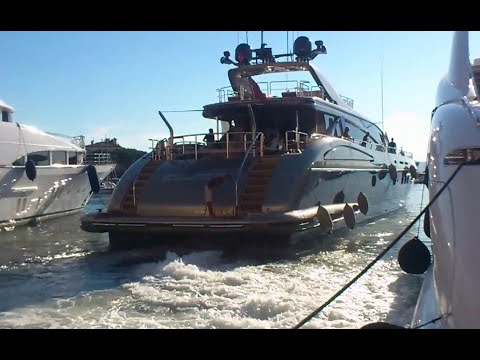 Yacht leaves St Tropez - Power of the Engines!!