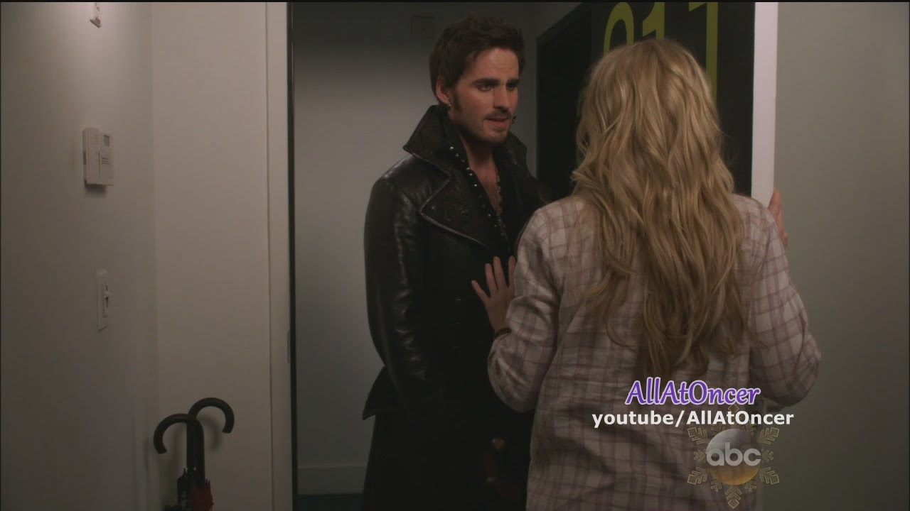once upon a time hook emma kiss Killian jones (better known as captain hook) is one of the main characters of the abc fantasy drama series, once upon a time he is the main love interest of emma swan and is the step-father of henry mills and biological father of his and emma's unborn child.