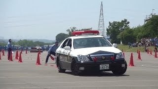 Repeat youtube video パトカーの本気! 警視庁白バイ大会 交通パトカー走行競技 三交機(2014-06-01) Police Car Driving Competition - Toyota Crown S18