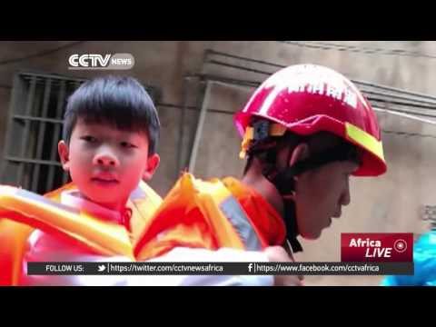 Chaos on Hunan's streets as floods strand people
