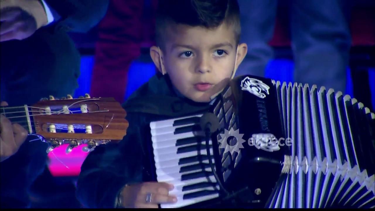 Este chico tiene mucho futuro! Mirá cómo llevó adelante un show ...