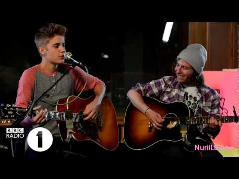 Justin Bieber - Fall Acoustic (BBC Radio 1 Teen Awards)