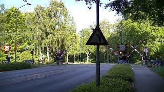 Spoorwegovergang Ermelo // Dutch railroad crossing