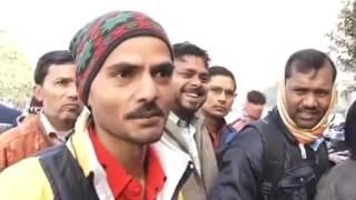 maa chudi padi hai with subtitles | funny indian man abusing | 😂😂😂
