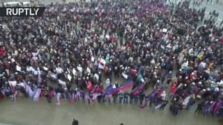 Беспилотник заснял масштабный митинг в Донецке