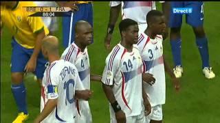 [Coupe du monde de football 2006] France - Brésil : Coup franc dangereux de Ronaldinho (16:9)