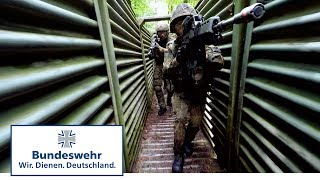 Jäger-Stoßtrupp im Grabenkampf  - Bundeswehr