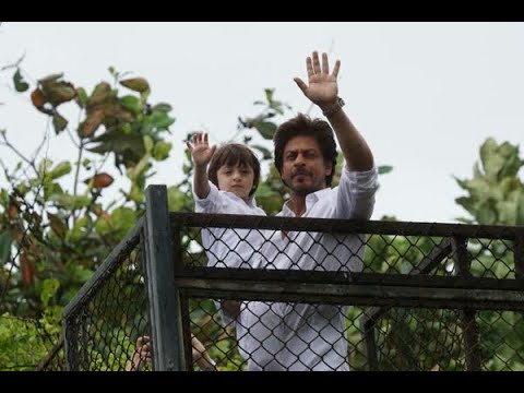 In Graphics: Shah Rukh Khan meet fans with son Abram