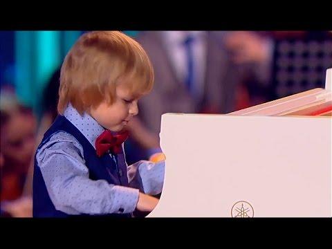 Елисей Мысин - рояль, фрагмент концерта И.С.Баха 'Фа Минор, часть 1' // Синяя птица 2016