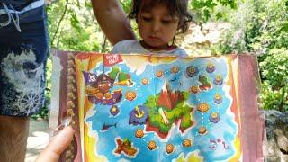 Ayşe Ebrar Ormanda Harita ile Gizemli Çikolata Hazinesini Aradı. Eğlenceli Çocuk Videosu
