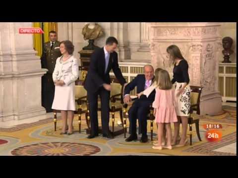 El momento de debilidad del rey Juan Carlos: se cayó en su abdicación