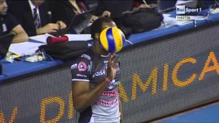 13-04-2013: La palla rotante sulla mano di Simon centrale di Piacenza