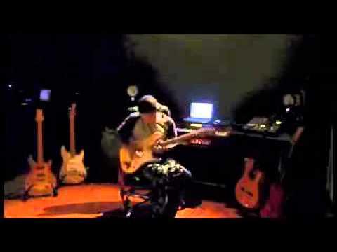 Gitaris Bawain Lagu Indonesia Raya Dengan Bagus Sekali