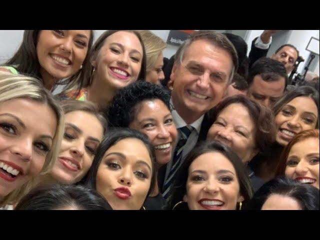 Após pesquisa mostrar sua vantagem na reeleição, Bolsonaro recebe visita fantástica de mulheres