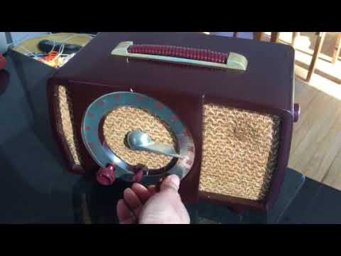 CLASSIC GOLDEN AGE Walnut Brown Bakeilte 1951 Zenith Model H724Z2 AM/FM Tube Radio Great Player!