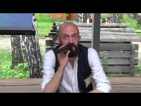 Андрей Боровский: русская одежда как информация о человеке