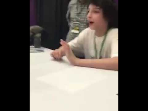Finn Wolfhard meeting fans in his first convention - Spooky Empire.