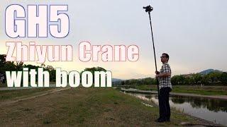 """Zhiyun Craneの三脚ネジをよく見ると3/8""""-1/4""""の変換ネジが入っていまし..."""