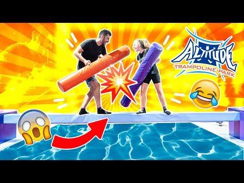 🏝el-Último-que-caiga-a-la-piscina-gana-|-retos-en-la-alberca-del-verano-|-saltos-en-la-piscina