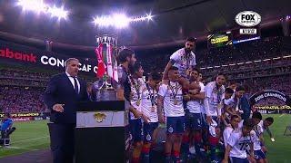 ¡Y Chivas así levantó el título de  Liga de Campeones CONCACAF!
