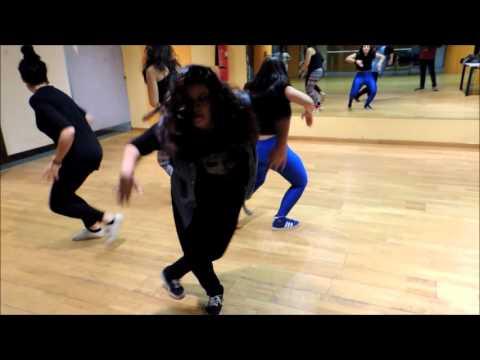 Yemi Alade ft R2bees - Pose Dance