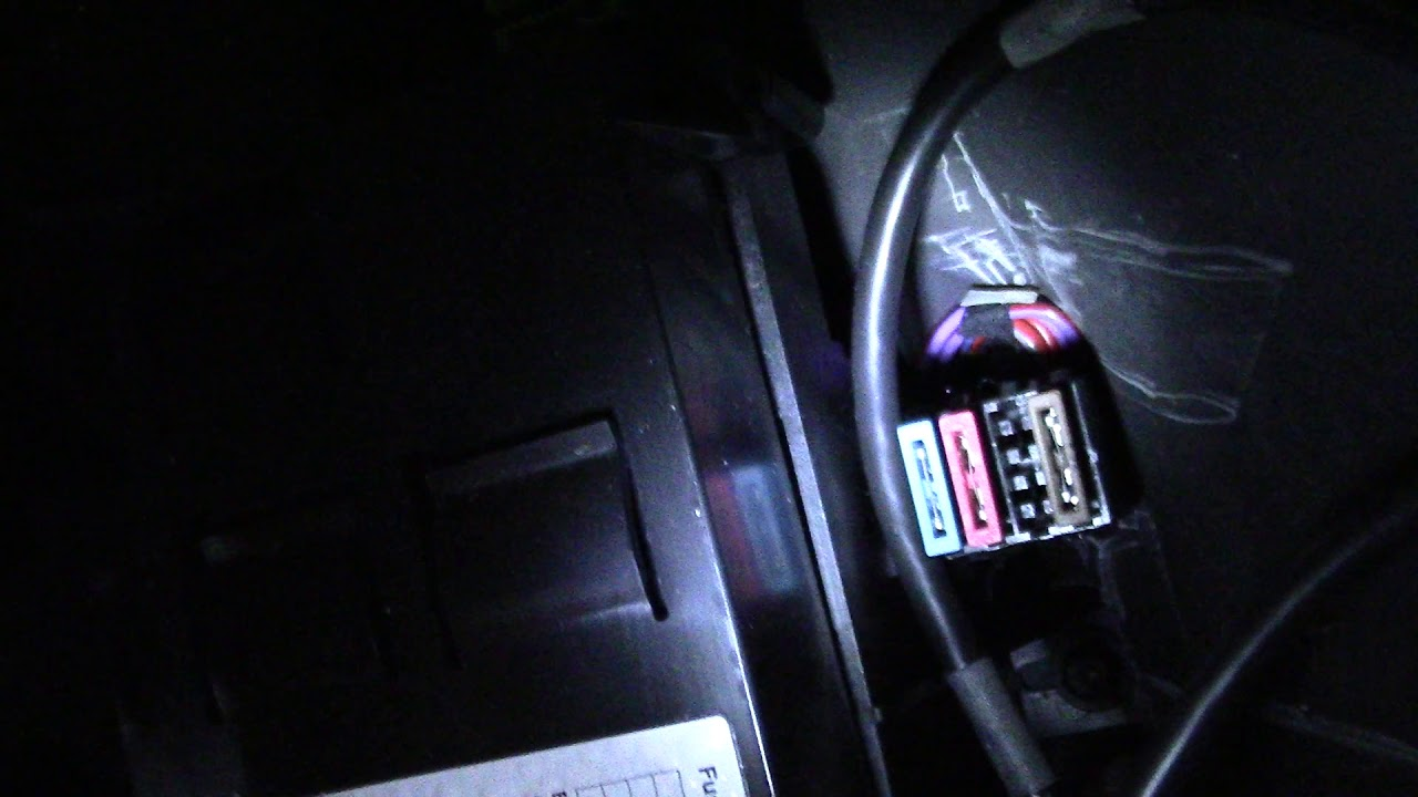 E32 1992 BMW 735iL Battery tender = fuse box noises!? Noise Coming From Fuse Box In Car on