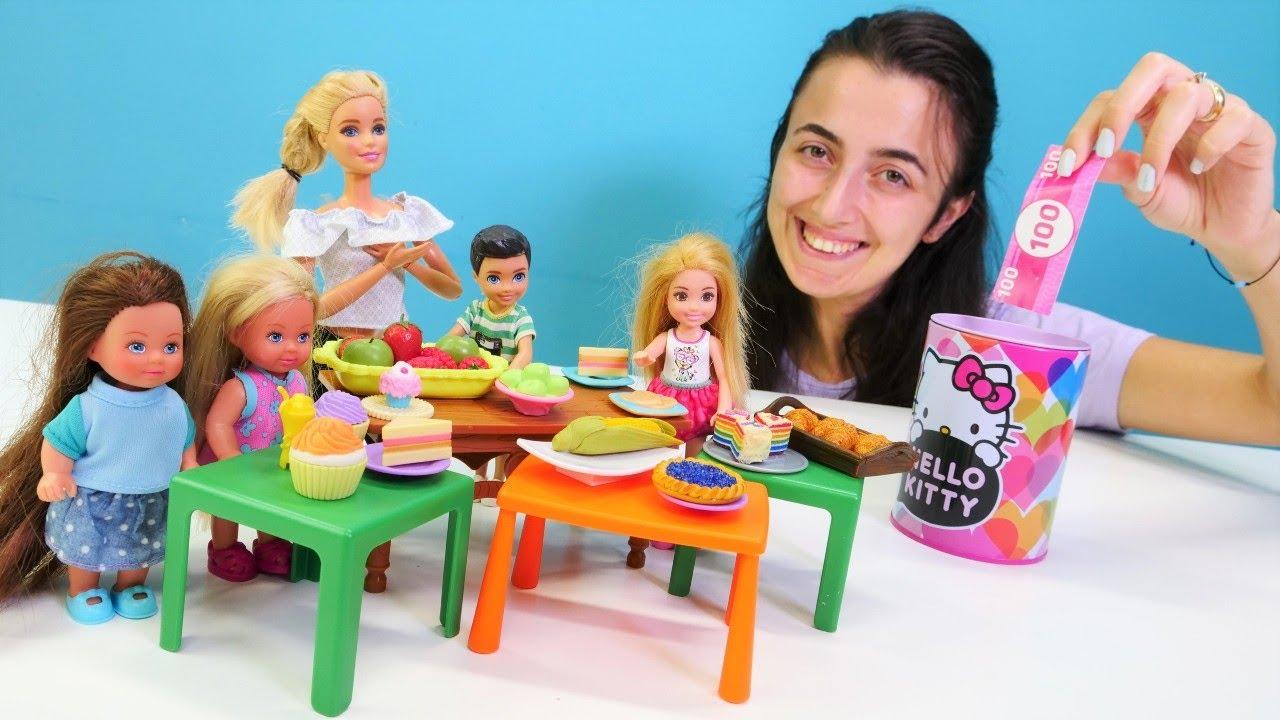 Barbie oyunları Sevcan ile. Barbie ve Chelsea okuldaki kermese katılıyorlar