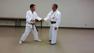 教室での一般練習後の関節技の練習です。 飯尾3段、中村3級。 豊橋東部...